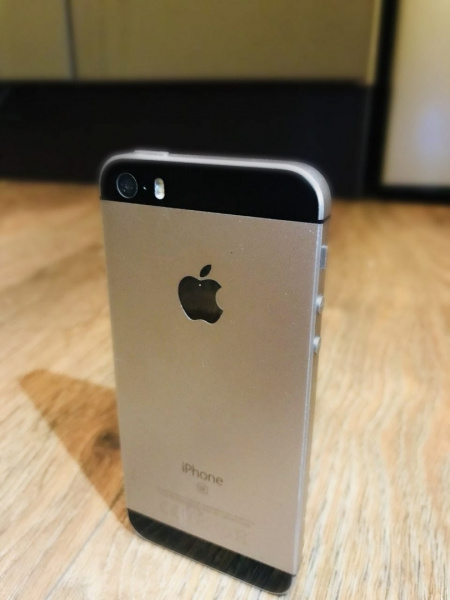 Купить iPhone SE 16GB